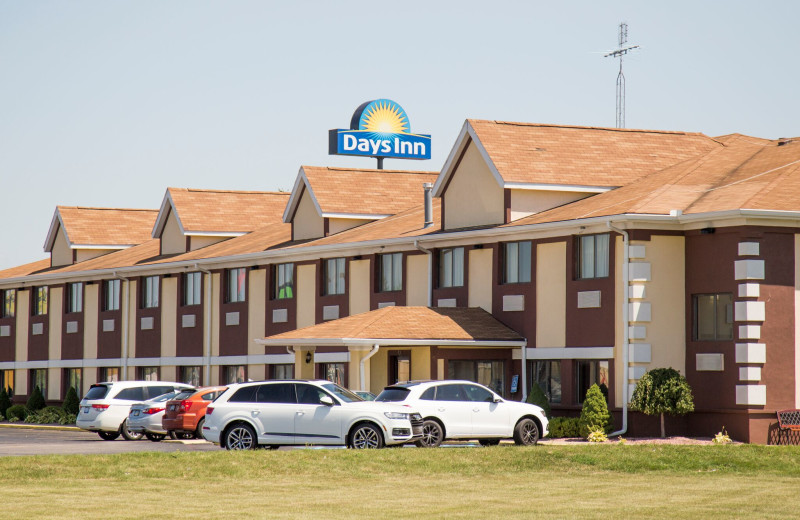 Exterior view of Days Inn & Suites - Benton Harbor.