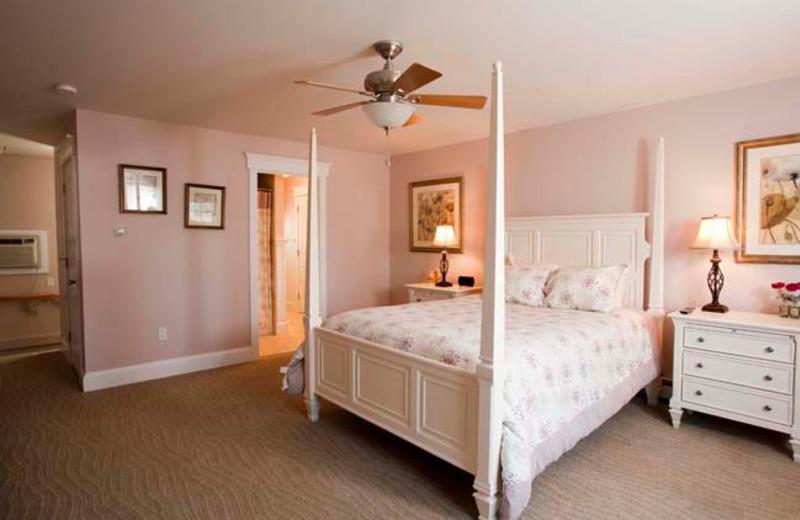 Cottage bedroom at Sheepscot Harbour Village.