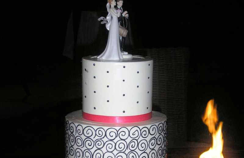 Wedding cake at Gainey Suites Hotel.