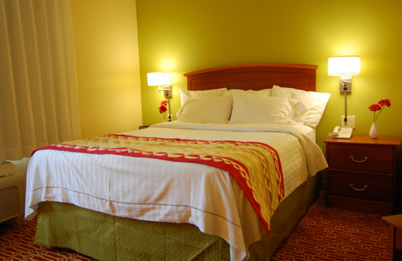 Guest bedroom at TownePlace Suites Dallas Plano.