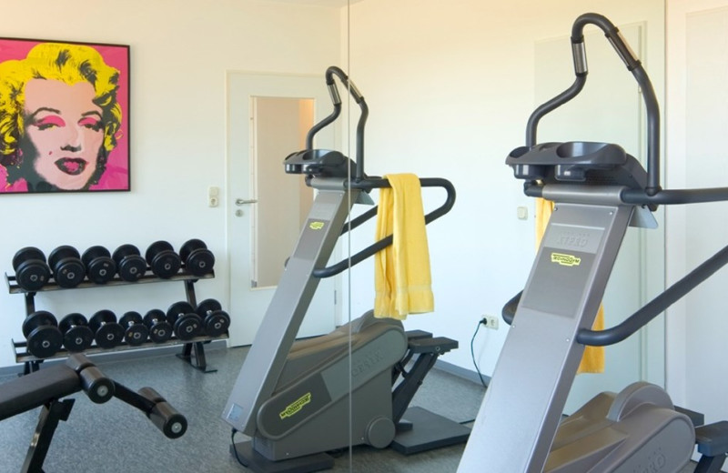Fitness room at TRYP by Wyndham Leipzig North.