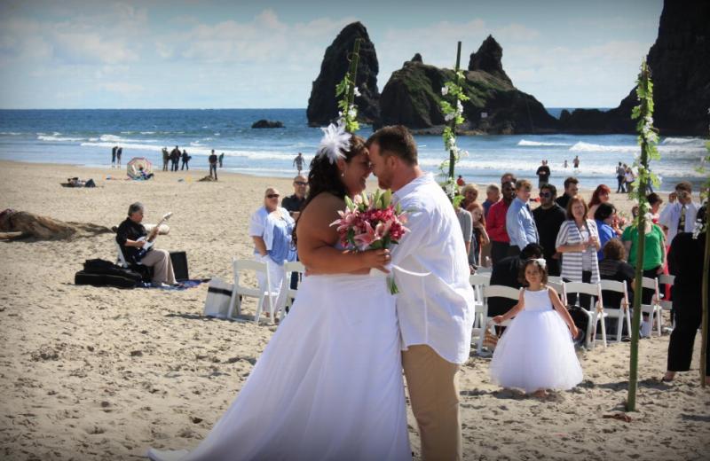 Beach wedding at Hallmark Resort in Cannon Beach.