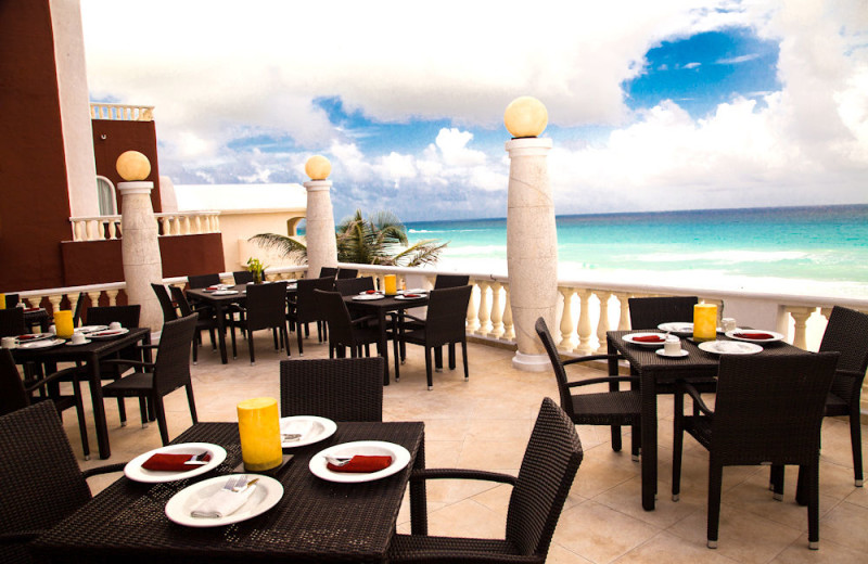 Dining at Mía Cancún.