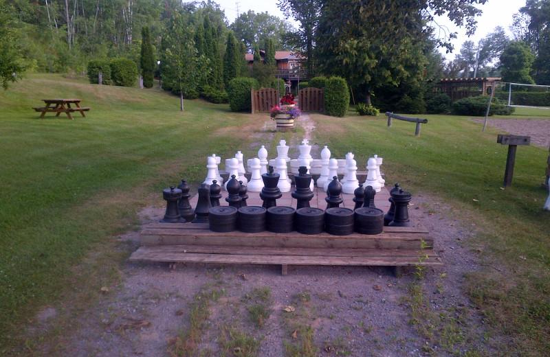 Yard games at Highland View Resort.