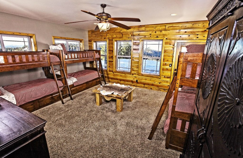 Bunk beds at Bryce Canyon Estate.