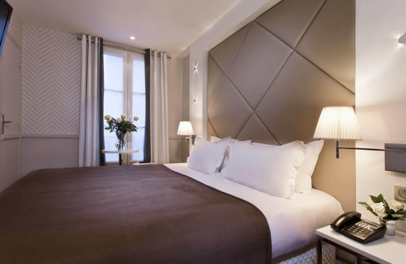 Guest room at Hotel du Rond-Point de Longchamp.