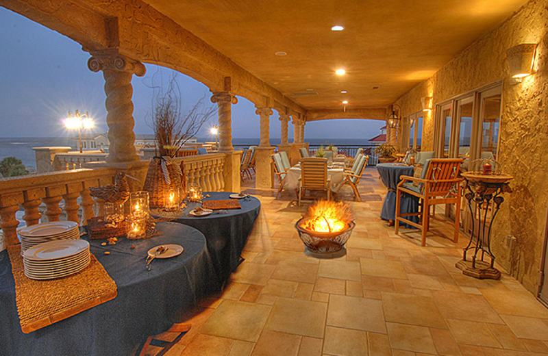 Outside Dining With Fire Pit at Ocean Lodge