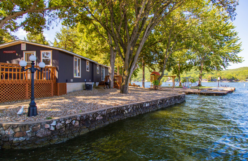 Lake side cabins at Point View Resort