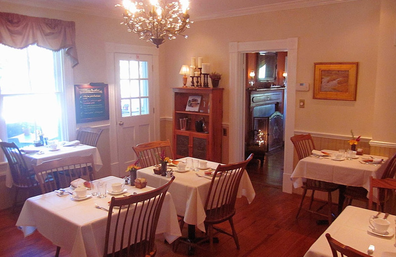 Dining room at Foster Harris House Bed & Breakfast.