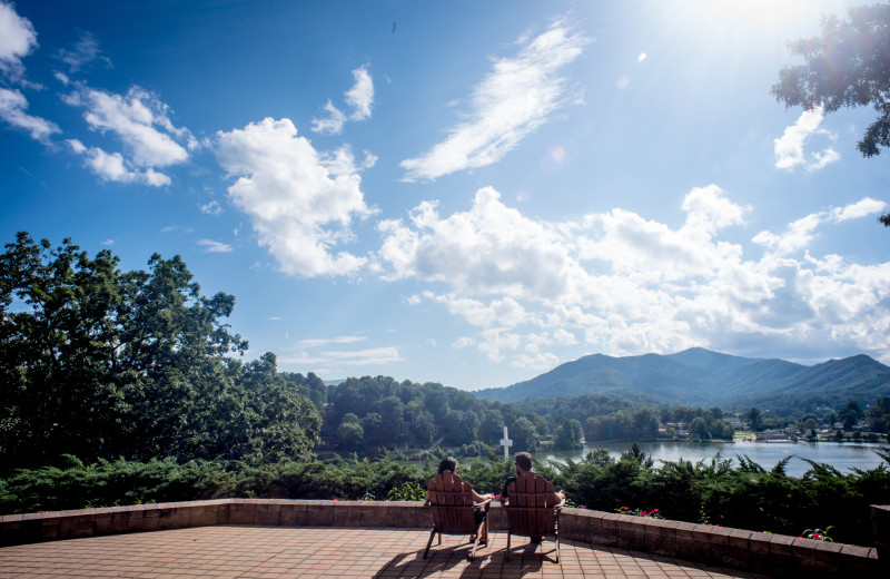 From gorgeous gardens to sweeping mountain vistas, Lake Junaluska provides a romantic setting for weddings, honeymoons, vacations and getaways.