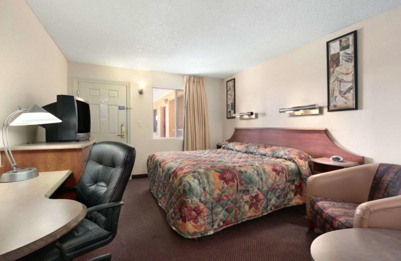 Guest room at Super 8 Eloy.