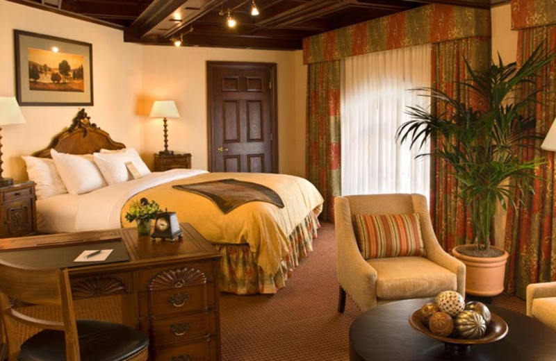 Guest suite at The Sainte Claire, a Larkspur Collection Hotel.