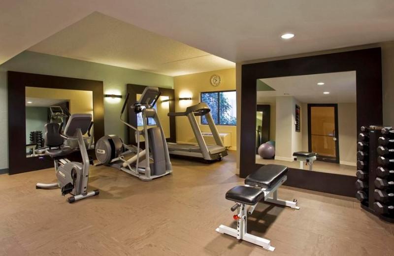 Fitness center at Wyndham Las Colinas.