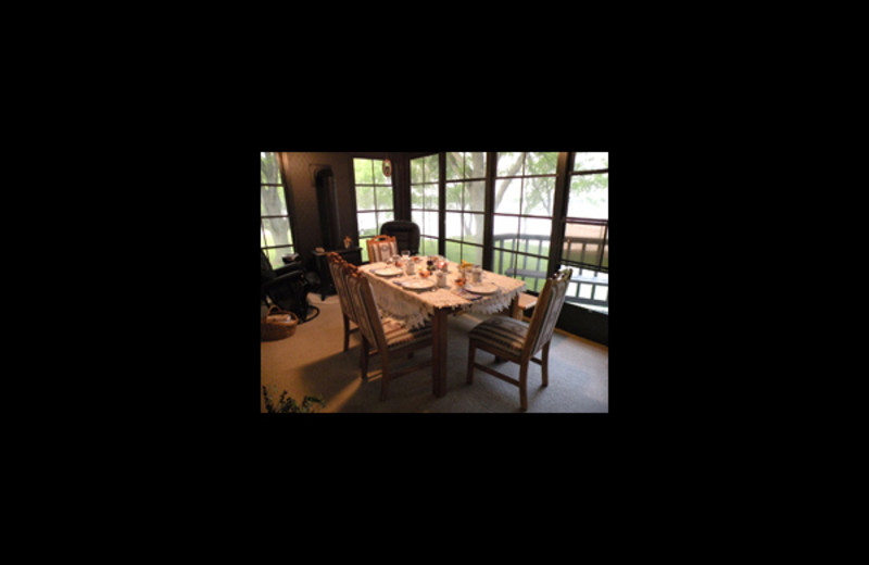 Dining room at Wooden Diamond Rest.