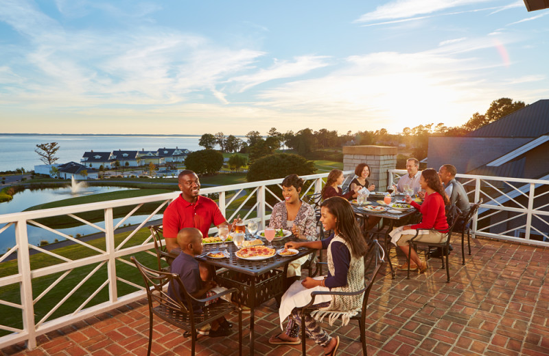 Family dining at Kingsmill Resort.