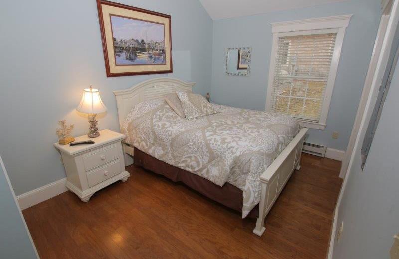 Guest bedroom at Sheepscot Harbour Village & Resort.