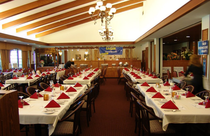 Dining at Hanah Mountain Resort & Country Club.