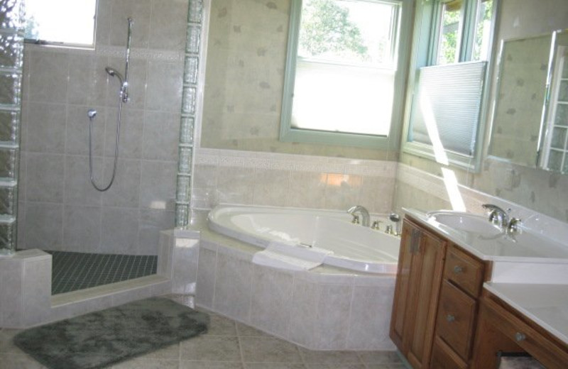 Rental bathroom at Jefferson Landing.