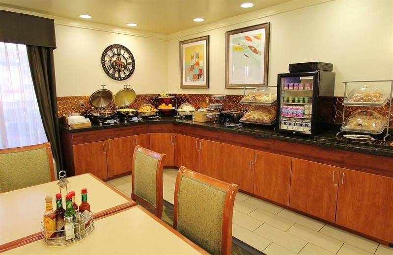 Dining at Baymont Inn & Suites Flagstaff.