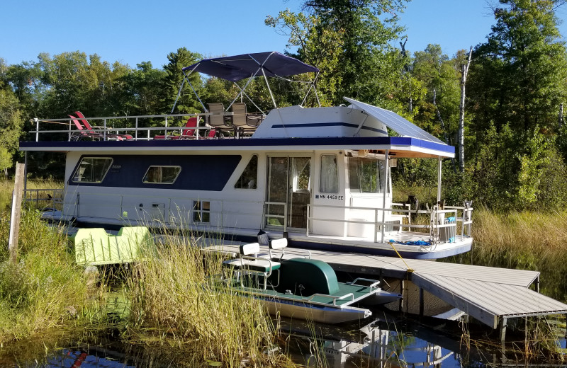 Houseboat exterior at Niemeyer's Rugged River Resort.