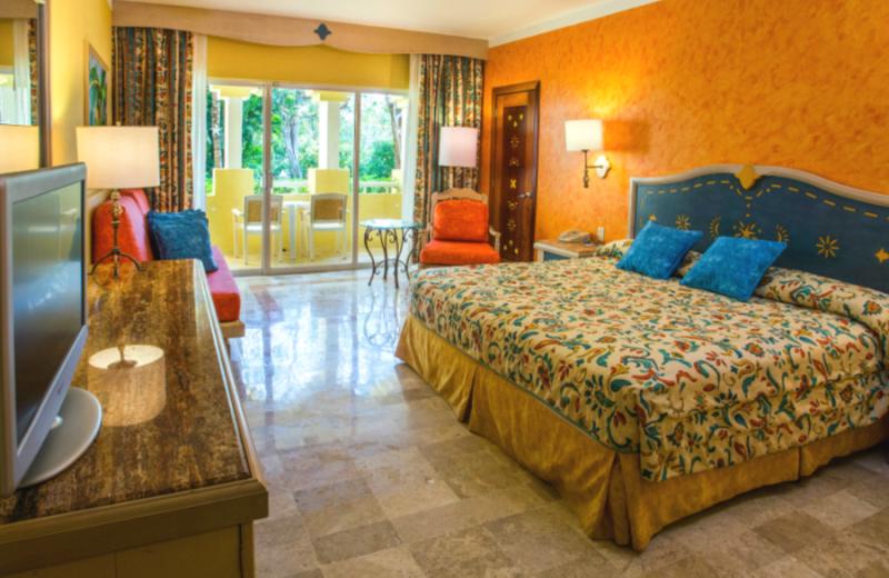 Guest room at Iberostar Paraiso Del Mar.