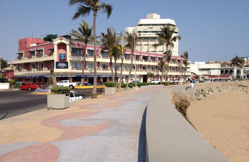 Exterior view of Hotel La Siesta.