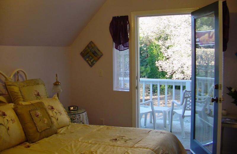 Guest room at Apple Blossom Inn Bed & Breakfast.