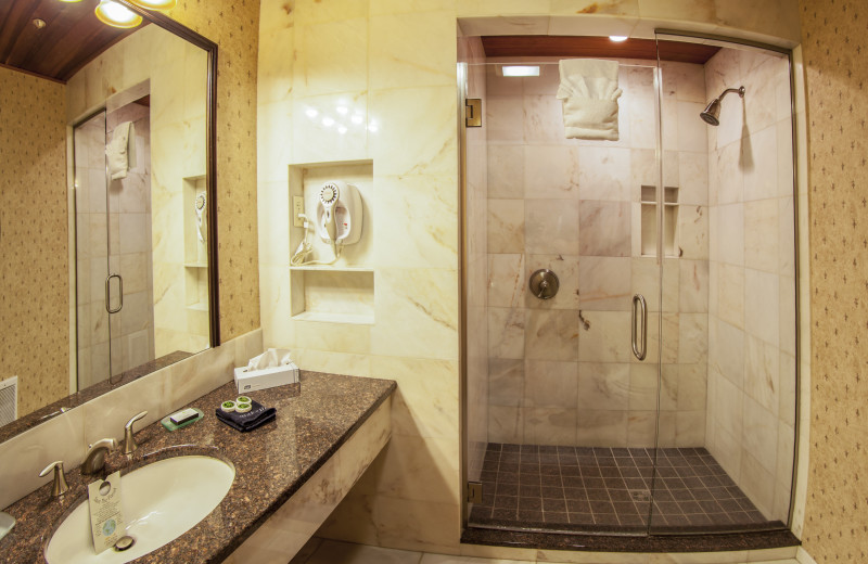 Wright Peak Bathroom with Walk-In Shower