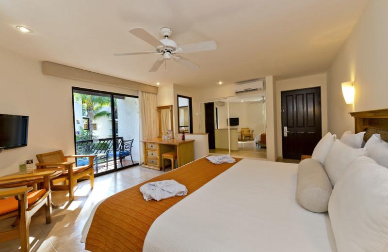 Guest room at Reef Club Playacar.