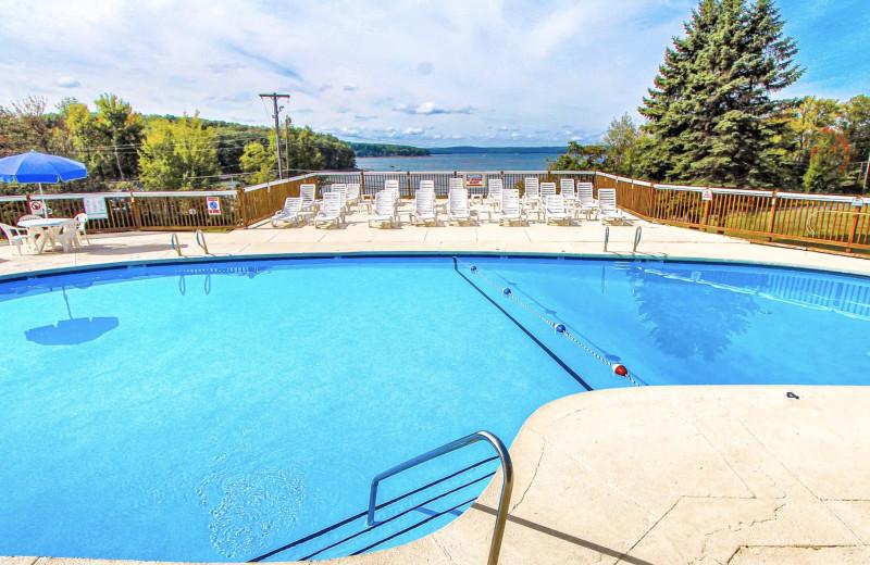 Outdoor pool at Tanglwood Resort.