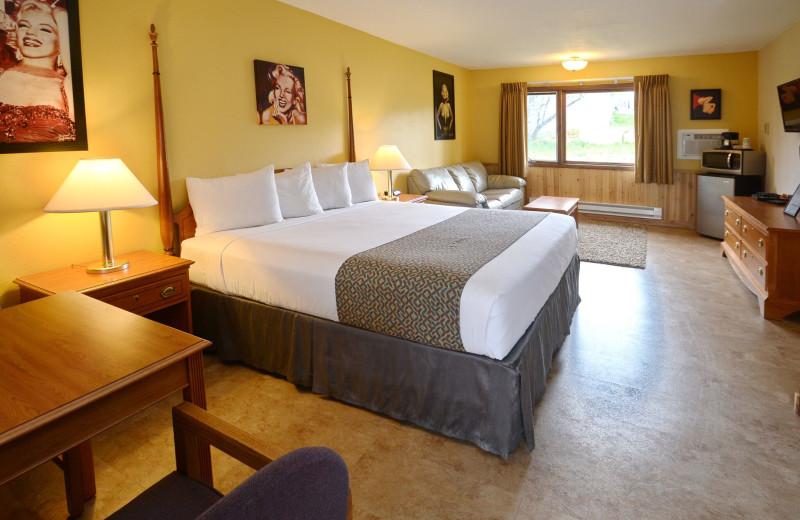 Guest bedroom at Murphy's Resort.