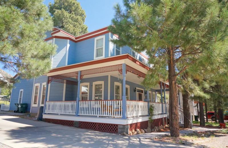 Exterior view of Starlight Pines B & B.