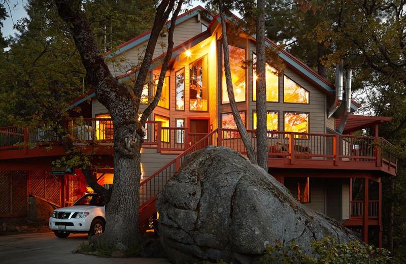 Exterior view of Yosemite Peregrine B & B.