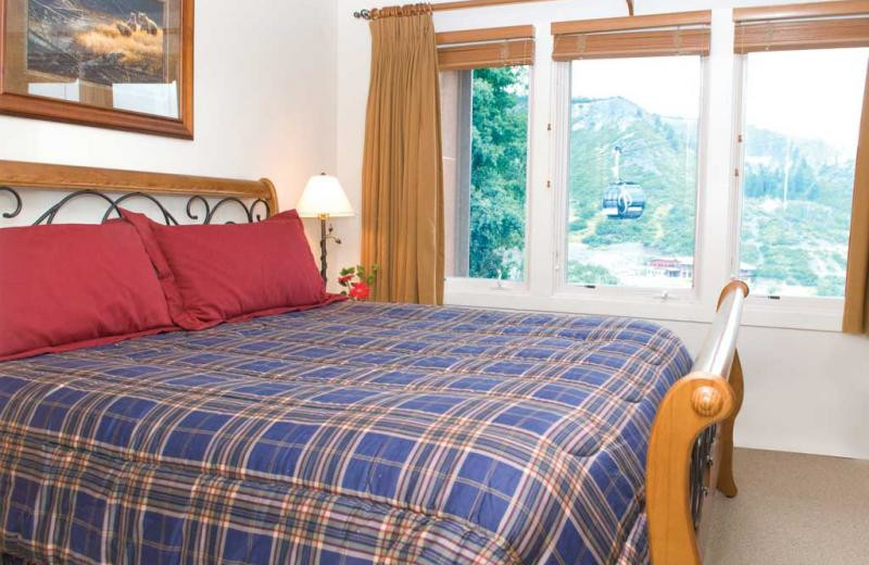 Guest bedroom at The Crestwood.