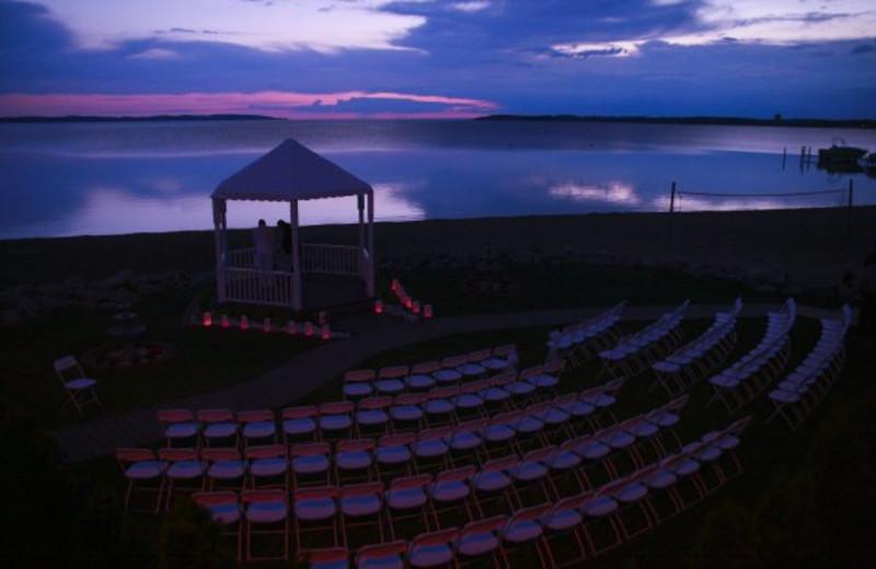 Outdoor wedding at ParkShore Resort.