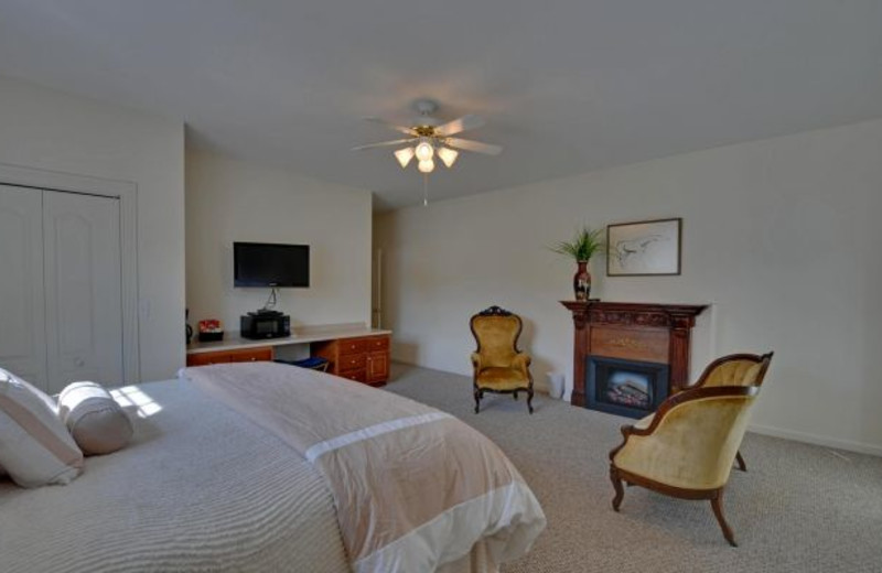 Guest room at Mountain Top Downtown Lodging.
