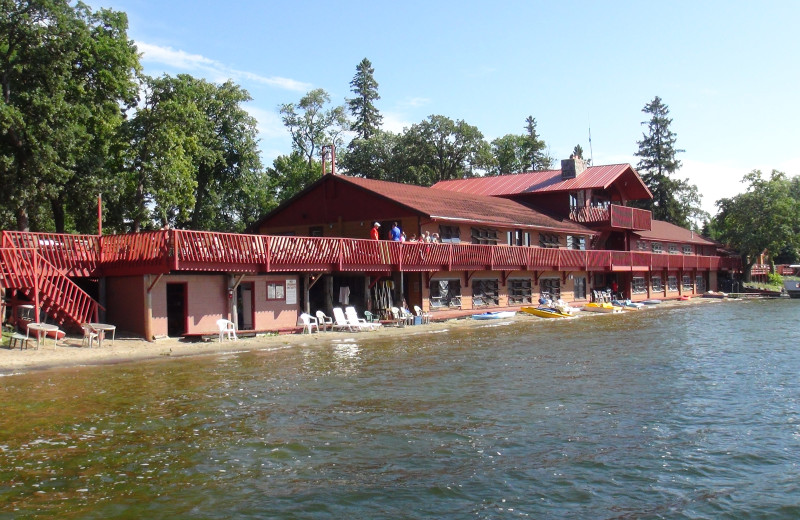 Exterior view of Fair Hills Resort.