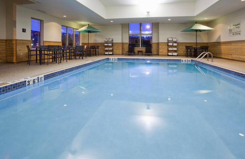 Indoor pool at Hampton Inn Duluth Canal Park.