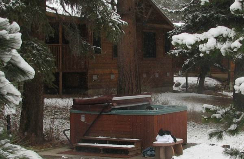 Outdoor jacuzzi at The Evergreens On Fall River.