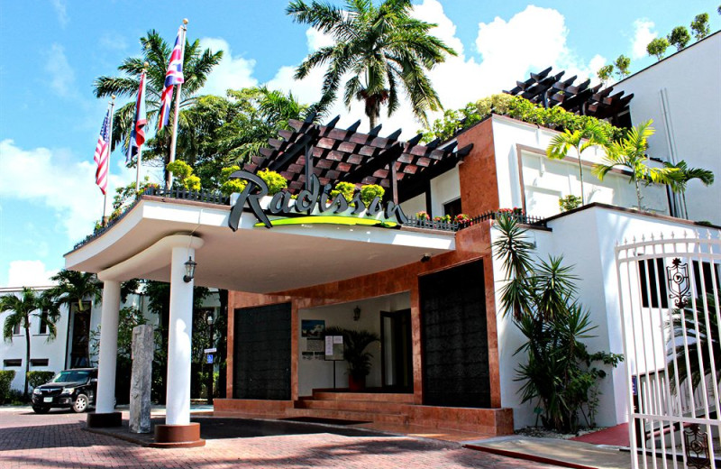 Exterior view of Radisson Fort George Hotel & Marina.