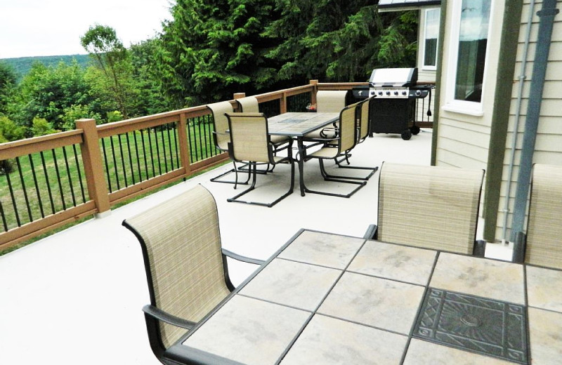 Deck patio at Blue Mountain Retreat.
