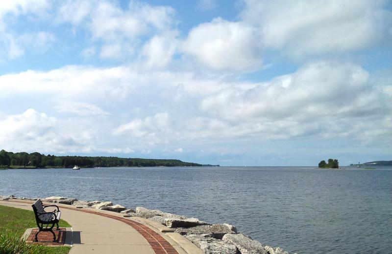 Walking path around the lake at Bridgeport Waterfront Resort.