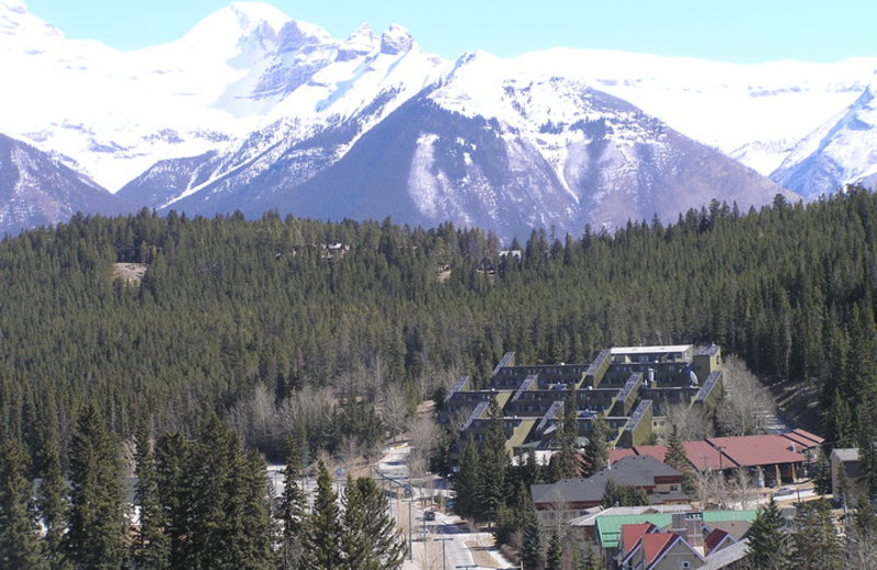 Aerial view of Banff Caribou Lodge.