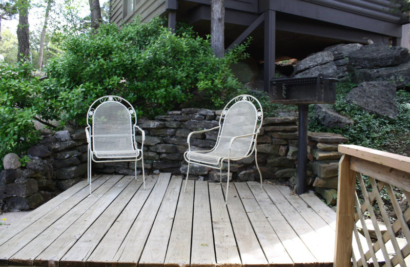 Cabin patio at Arkansas White River Cabins.