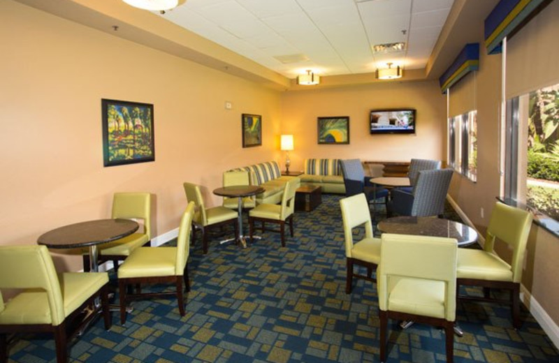 The lounge at Rosen Inn International.