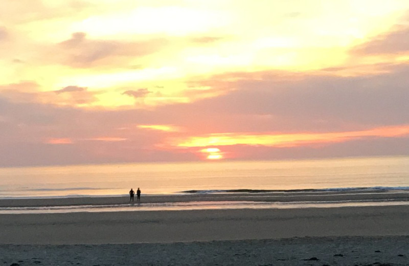 Beach sunset at Footbridge Beach Motel.