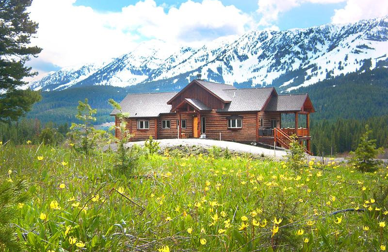 Exterior view of Bridger Vista Lodge.