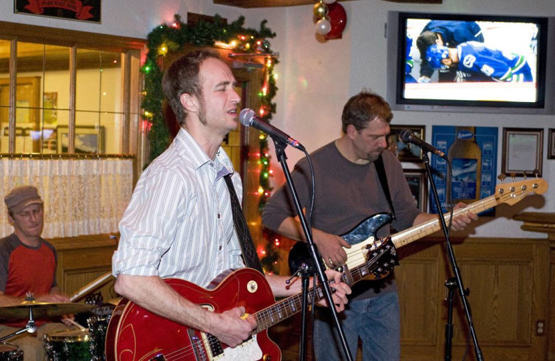 Live entertainment at Whistlers Inn.