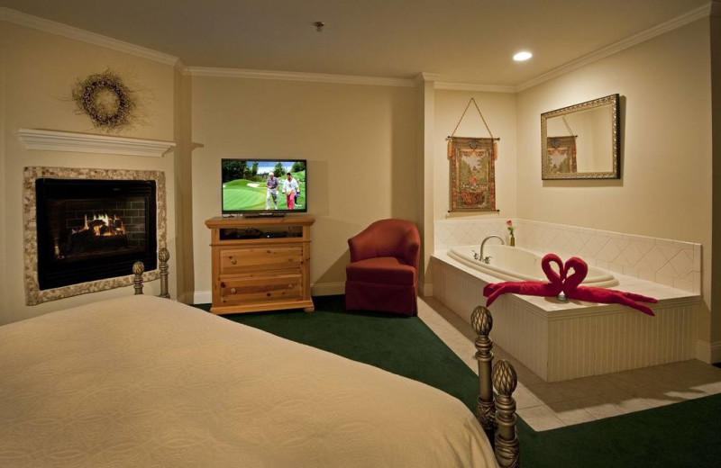 Guest room with hot tub at Snowflake Inn.