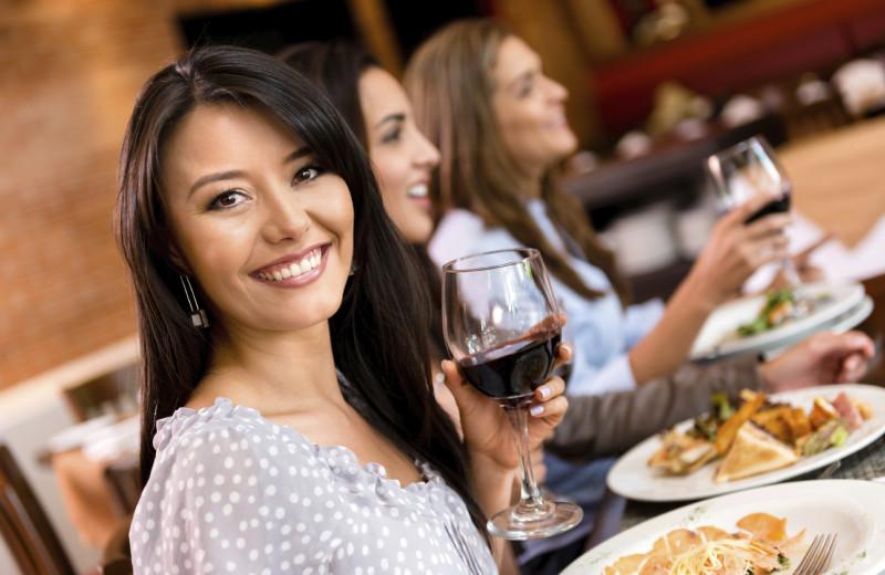 Dining near Sunrise Ridge Waterfront Resort.